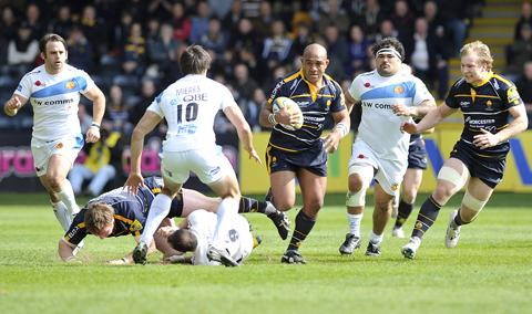 ON THE CHARGE: Hooker Aleki Lutui goes on the run for Worcester.