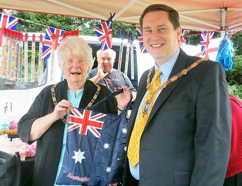 Robert and Diana Raphael, Mayor and Mayoress of Evesham,