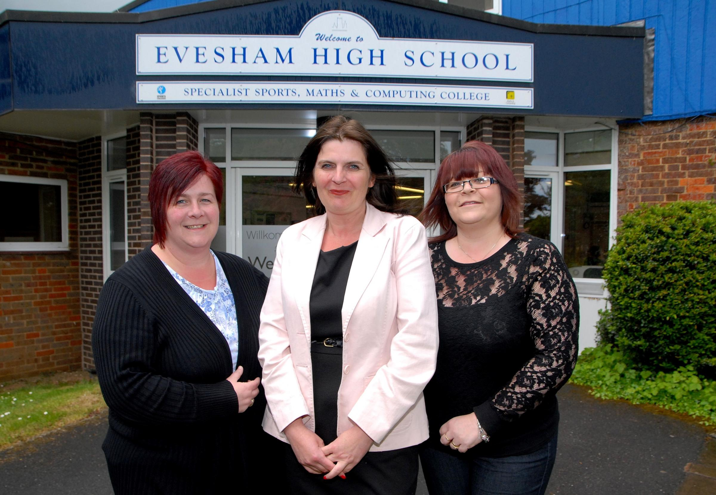 2014596901 Paul Jackson 13.05.14 Evesham From left - Lorna Waters nee Southern, Elaine Clements nee Cole and Amanda Mumford nee Kinchin, are organising a reunion for Evesham High School leaver from 1987. (6183147)