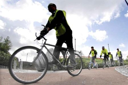 The launch of the Bike2Work day event, which is part of the Travelwise Bike Week 2008 from the Gasworks to Ormeau Embankment, Belfast. PRESS ASSOCIATION Photo. Picture date: Wednesday June 18, 2008. Photo credit should read: Stephen Wilson/PA Wire   (9450