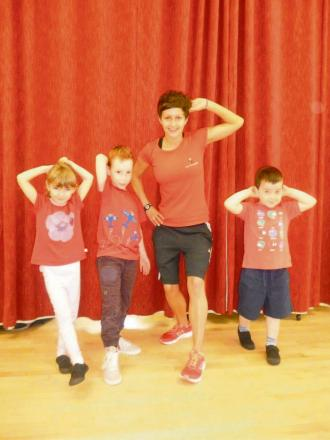 Ellie O'Hanlon (6), Jacob Tagg (6), Amy Marshall - who is supporting the defribullator campaign by leading a Zumba session with the children and William Hughes (4). All the youngsters wore red to support the Health for Heart campaign.