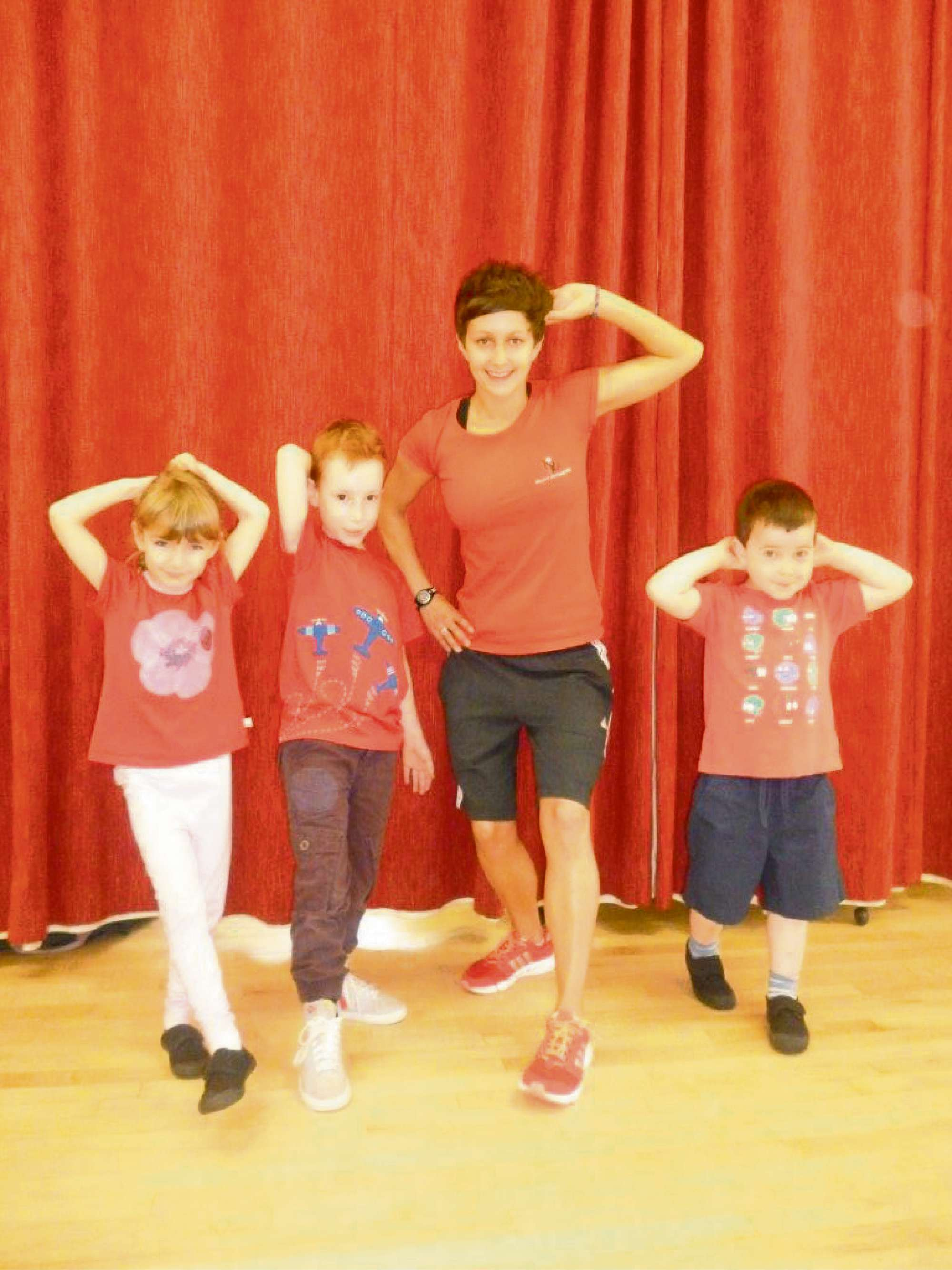 Ellie O'Hanlon (6), Jacob Tagg (6), Amy Marshall - who is supporting the defribullator campaign by leading a Zumba session with the children and William Hughes (4). All the youngs