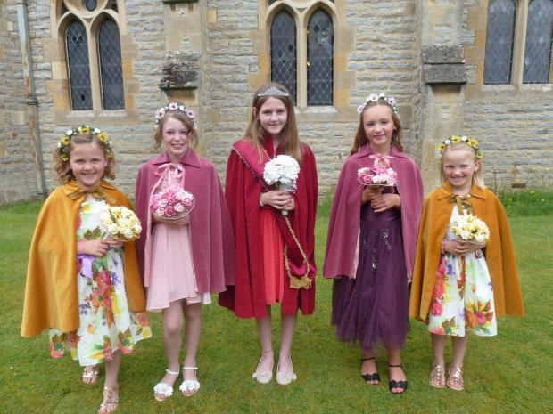 Evesham Journal: Wake queen Olivia Radburn and her attendants l-r Lola Carey,Emily Cridland,Charlotte Cox and Nelly Ellis.