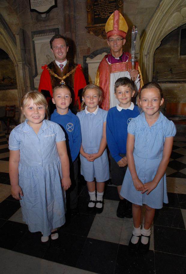 Evesham Journal: 271464101. 02/07/14. Thanksgiving service to mark 300 years of the John Martin Charity at Worcester cathedral. Mayor of Evesham Charlie Homer with Bishop of Worcester Dr John Inge and pupils from St Andrews CE First School in Evesham left to right - Ruby-