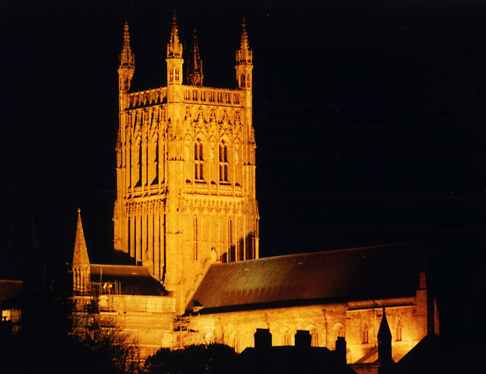 Worcester Cathedral at night (8854331)
