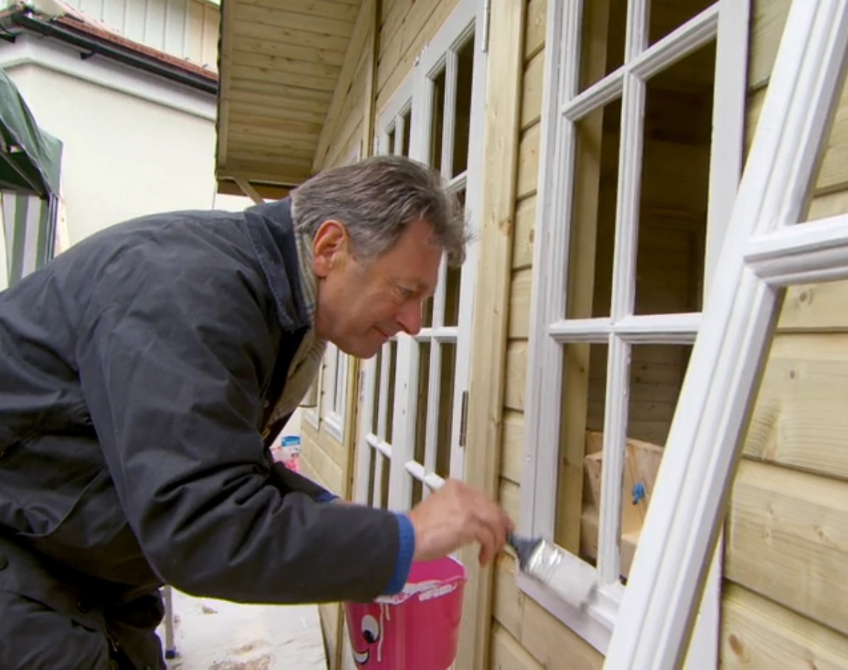 Alan Titchmarsh makes use of a Rainbow trug while painting